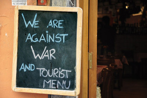 against tourist menu how to avoid tourist traps