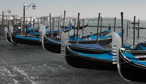 Gondole-in-blue-venice-the-roman-foodie